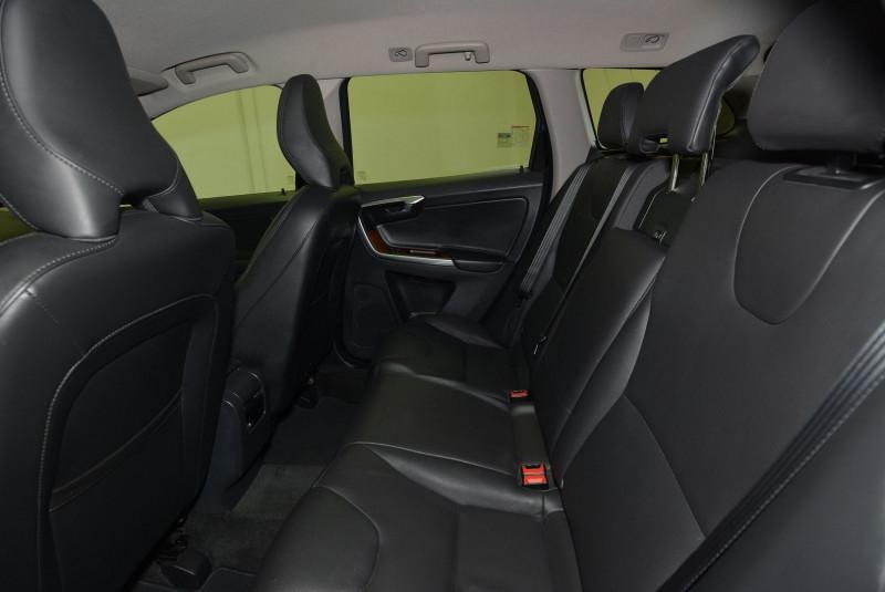 Volvo XC60 D3 150CH MOMENTUM BUSINESS Gris occasion à Quimper - photo n°4