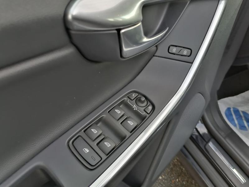 Volvo XC60 D3 150ch Summum Geartronic Noir occasion à Onet-le-Château - photo n°13