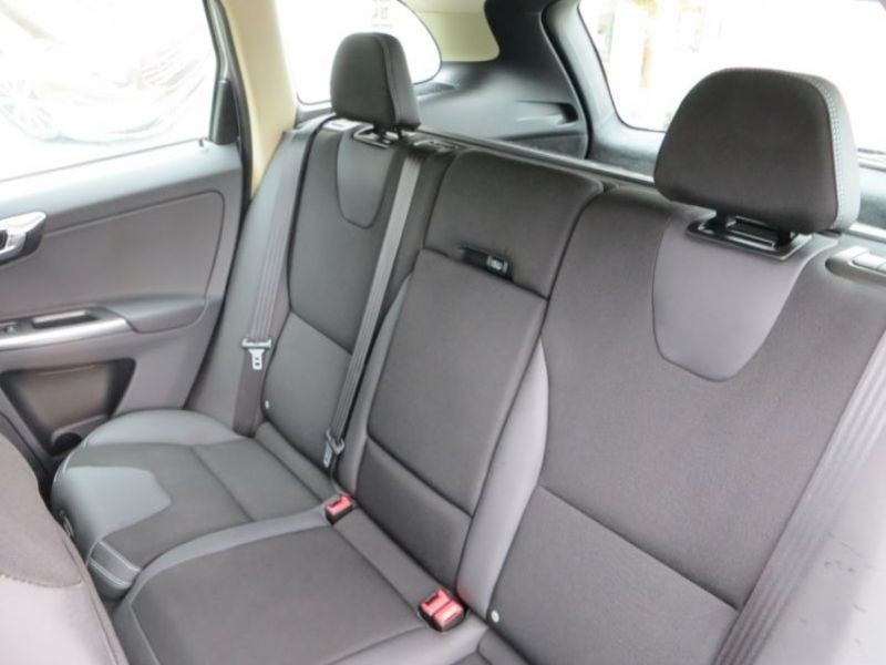 Volvo XC60 D3 163 DRIVe Momentum Argent occasion à Beaupuy - photo n°4