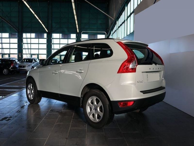 Volvo XC60 D4 163 Kinetic Blanc occasion à Beaupuy - photo n°2