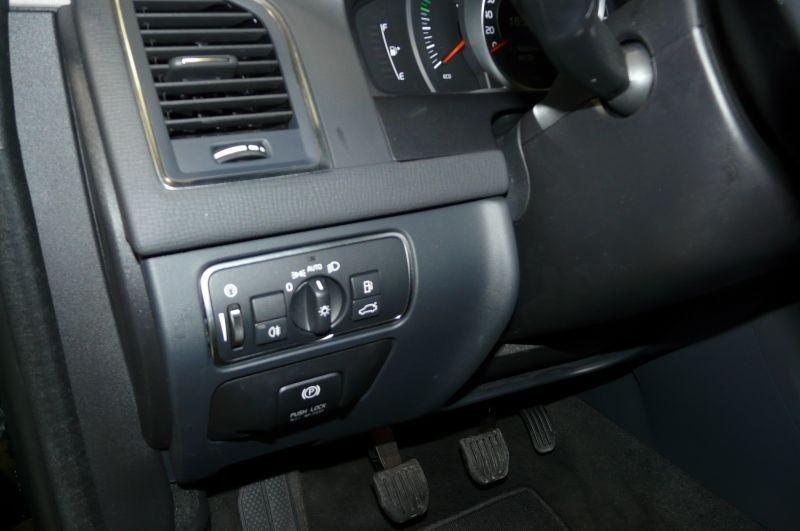 Volvo XC60 D4 181 AWD MOMENTUM Noir occasion à Beaupuy - photo n°5