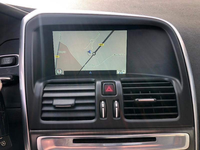 Volvo XC60 D4 181ch Summum Geartronic Noir occasion à Gien - photo n°7