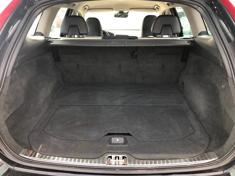 Volvo XC60 D4 181ch Summum Geartronic Noir occasion à Gien - photo n°10
