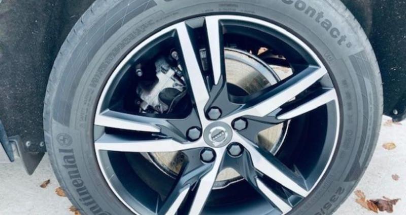 Volvo XC60 D4 AWD 190ch R-Design Geartronic Noir occasion à Montévrain - photo n°5