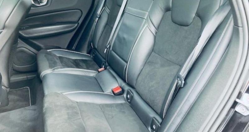 Volvo XC60 D4 AWD 190ch R-Design Geartronic Noir occasion à Montévrain - photo n°4