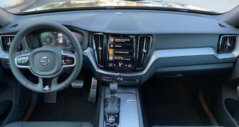 Volvo XC60 D5 AdBlue AWD 235ch R-Design Geartronic Noir occasion à BARBEREY SAINT SULPICE - photo n°5