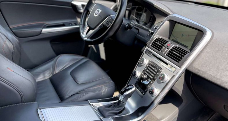 Volvo XC60 D5 AWD 215CV OCEAN RACE NAVI XENON CUIR BLIS Noir occasion à Bascharage - photo n°5