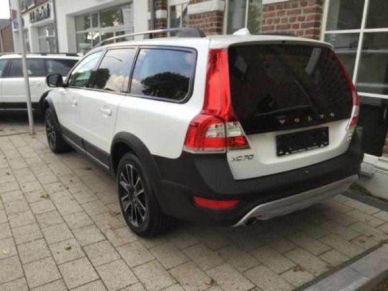 Volvo XC70 D4 AWD Momentum 181 ch Blanc occasion à Beaupuy - photo n°2