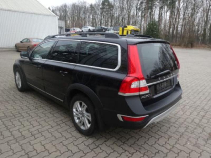Volvo XC70 D4 Momentum 181 ch Noir occasion à Beaupuy - photo n°2